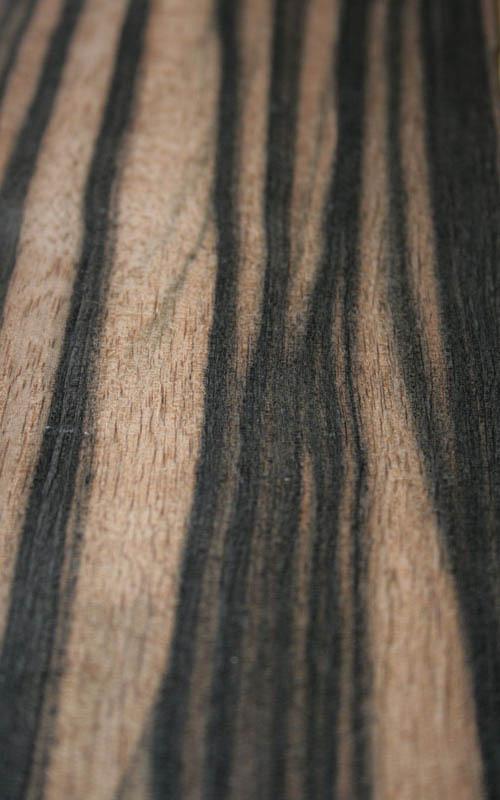 essence de bois b ne de macassar precieuxetloupes essarbois. Black Bedroom Furniture Sets. Home Design Ideas